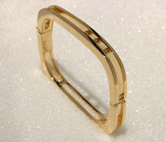 "Bracelet in yellow gold, model: ""Dobbel Skinne""."