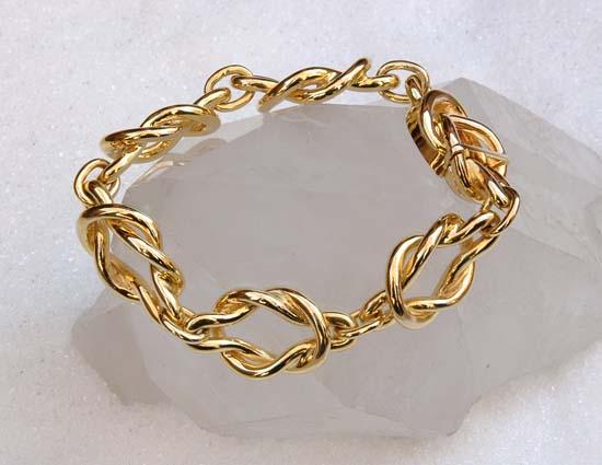 """Bracelet in yellow gold, model: """"Embrace""""."""