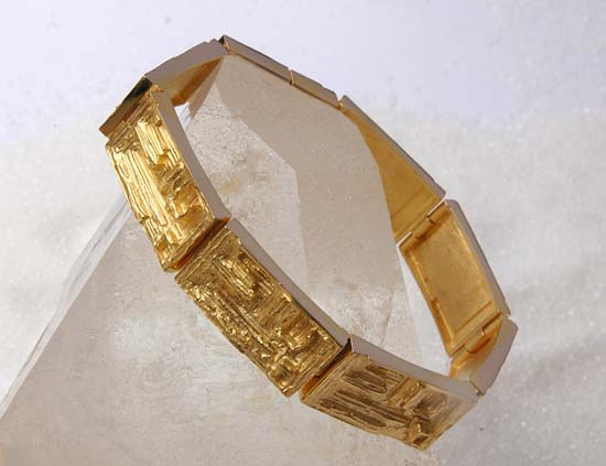 "Bracelet in yellow gold, model: ""Vismut""."