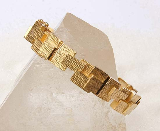 "Bracelet in yellow gold, model: ""Little boxes""."