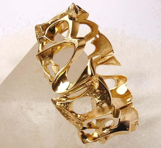 "Bracelet in yellow gold, model: ""Rhiza""."