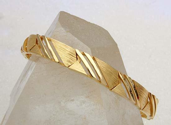 """Bracelet in yellow gold, model: """"Dobbel Linje""""."""