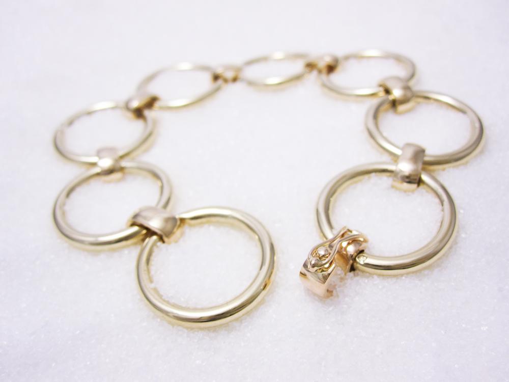Armbånd i gult gull med håndarbeidet lås