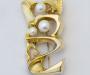"""Brosje og anheng """"Rhiza"""" i gult gull med kultur akoyaperler."""