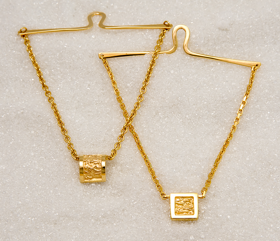 Tie chain in yellow gold, rounded and square