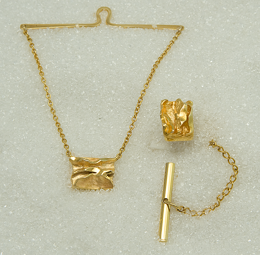 Tie tack and tie chain in yellow gold