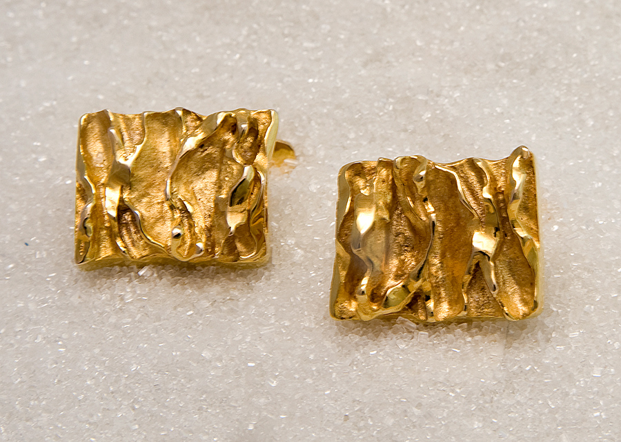 Cufflinks in yellow gold.