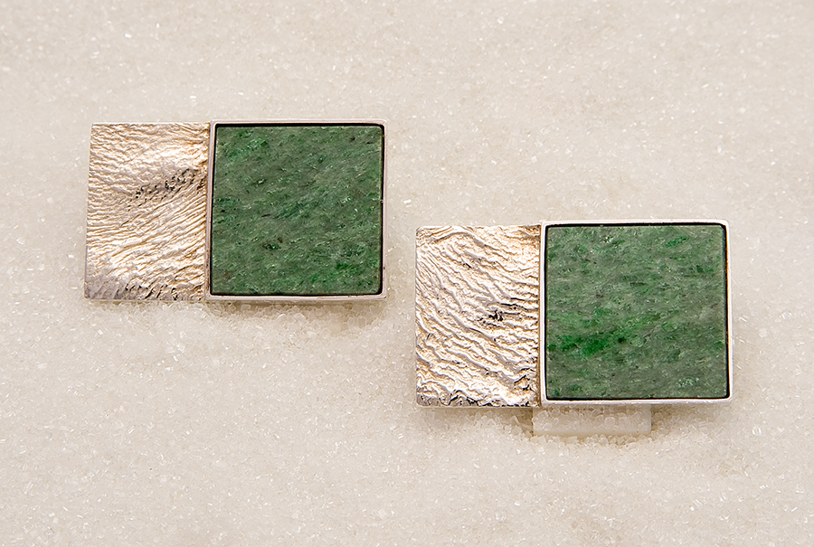 Cufflinks in sterling silver with actinolite from Norway.