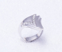 `Vivre` i hvitt gull med 11 diamanter