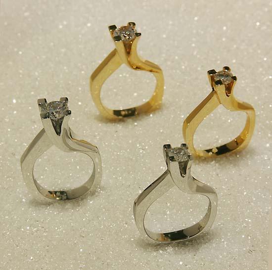 """Ring """"Crescendo"""" i hvitt eller gult gull med diamant på 0,5ct eller 1,00ct."""