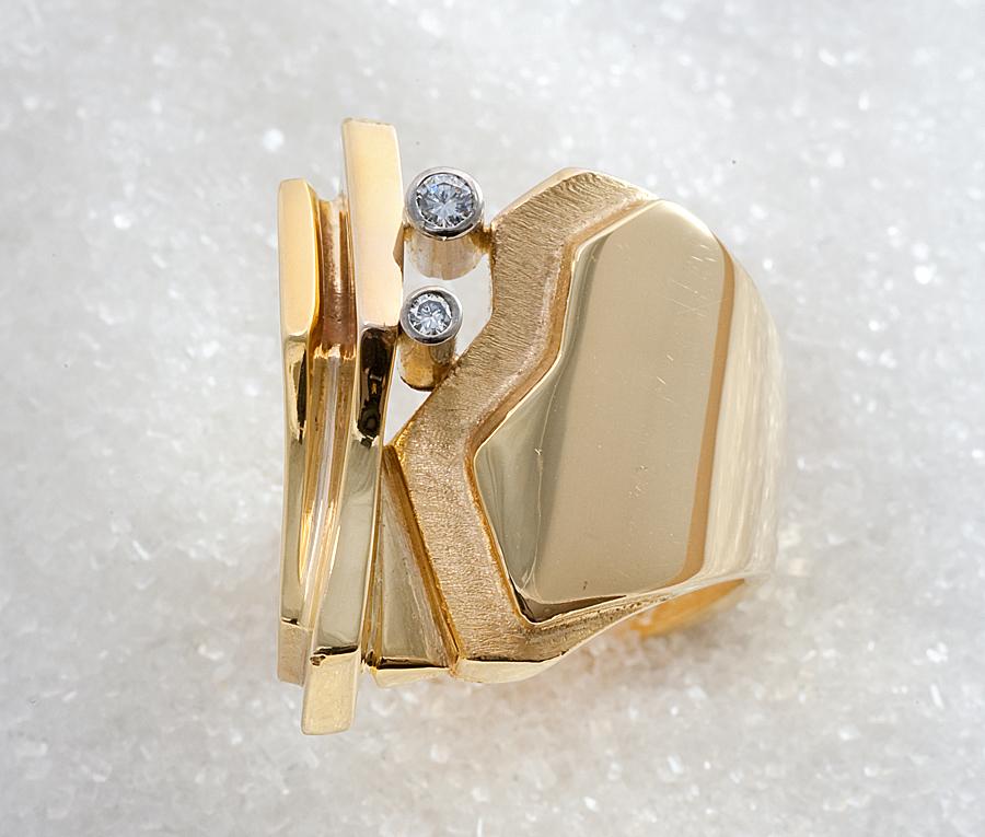 """Ring i gult gull modell, """"Glacier"""" med diamanter."""