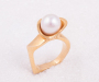 "Ring in yellow gold ""pearl bud"" with a cultured pearl"