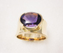 Ring in yellow gold with an amethyst cut with a buff top.