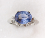 Ring in platinum with blue sapphire