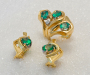 Jewellery set in yellow gold with emeralds and diamond.