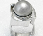 Ring in white gold with a grey South Sea pearl.