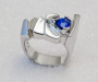 "Ring in white gold with blue sapphire, model: ""Stepping stones"""