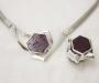 Smykkesett: Anheng / lås og ring i sølv med rubinkrystall