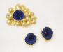 Smykkesett: Brosje og øresmykker i gult gull med azurittgeode