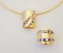 Anheng og ring i gult og hvitt gull med safir,rubin og diamanter.