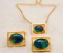 Mansjettknapper og slipsnål i gult gull med opal tripletter.