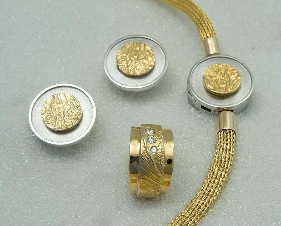 øreringer i gult gull