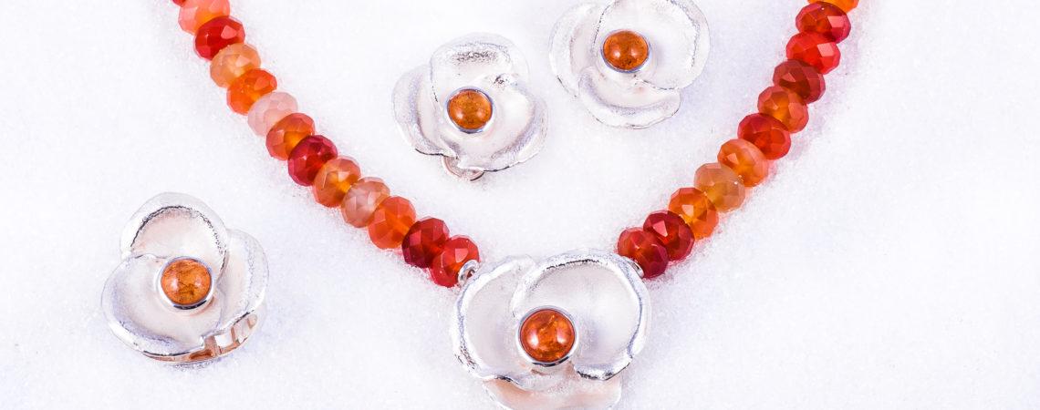 Smykkeset Viola i sølv med mandarin granat og kjede av agat