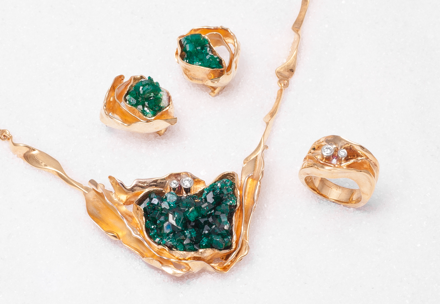 Events donnas smykkegalleri a pendantlock with a dioptase crystal and billow chain there is also matching earrings with dioptase crystal and a ring in gold with 2 diamonds aloadofball Choice Image